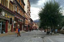 一个人,不懂藏族文化,选择在街边闲逛,看看当地的商铺,菜市场,算是感受一下当地生活吧