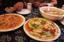 四人点了三个菜,家常菜味道真心不错。太实在了,量大,少点一个刚好,记不太清了,好像叫高军饭店。