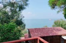 沙扒湾风景优美,国庆人山人海,消费也很低,住宿100元一晚,旅馆老板提供免费接送,游泳圈免费用,厨房
