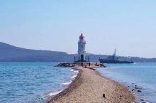 去海参威看海吧,一起走到灯塔的尽头。  远东地区的符拉迪沃斯托克,是俄罗斯阿穆尔半岛最南端的天然不冻