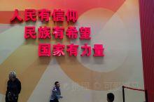 在到处都是人的假日,来北京展览馆看看70年成就展,感受祖国的发展变化,展望祖国的未来。还有庆典用到的