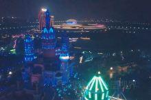"""今年夏天,东 方山 水乐园刚刚开放了第二期——""""酷玩王国"""",和一期的全室内乐园不同,这座占地500亩"""