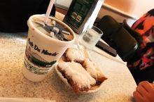 来新奥尔良强烈安利打卡的一家咖啡厅,杜梦咖啡。价格非常cheap,但味道很赞,特别是霜糖饼,吃的时候