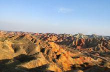 从青海省到甘肃省,越过祁连山脉,行驶四百多公里,一路上风景变换,从藏族草原人家到西北大漠戈壁。下午到
