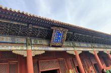 雍和宫国子监地坛挨在一块 中间穿过一条五道营胡同 这一天按北方人的说法叫齐活 走在兴许数百年前雍正也