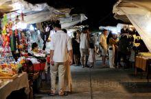 苏梅波菩海滩旁的渔人村,当地必逛夜市推荐!  每去一个地方旅游,逛下当地的夜市都是游客的最爱,透过夜