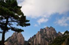 黄山二日游,山上住俩天还会相对轻松一点,因为我们是下午上山,如果一早上山应该住一晚也可以,日出很美像