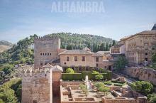 绝美的阿尔汗布拉宫!毫不夸张的说,西班牙最值得去的景点,没有之一也当之无愧了! 虽然我们都偏爱现当代
