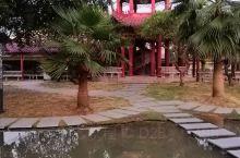 贞山宾馆度假村(贞山风景区),这里是一个适合一家老少亲朋好友聚会的好场所,集吃住玩于一身的度假村。宾