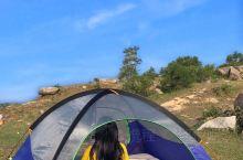 野外露营其实比想象中要好很多,也可能是因为我带的装备比较齐全吧,跟睡床上没啥区别,空间也很宽阔:女生