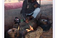 """周末,拿出在约旦""""月亮谷""""喝到的一种红茶,忘了名字,于是发信息给向导萨米,他说叫ميرمية,中文"""""""
