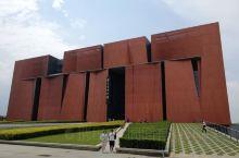 云南是世界上独一无二的天然宗教博物馆。佛教发展史上的各个派别,在云南博物馆都能找到,留下的文物内容之