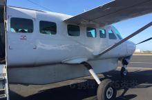 澳大利亚,凯恩斯,乘坐小型飞机10分钟开到大堡礁,空中俯瞰大堡礁,珊瑚群的五颜六色尽收眼底