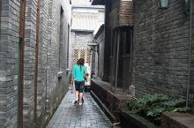 宽窄巷子位于四川省成都市青羊区长顺街附近,由宽巷子、窄巷子、井巷子平行排列组成,全为青黛砖瓦的仿古四