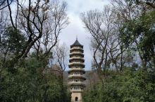 忘记这个叫什么寺了,远看觉得很震撼所以拍下了这个照片,是中山陵一角的美好风景没错了。