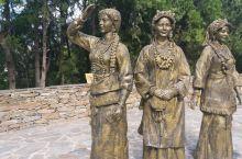 嘉绒藏族的聚集区,丹巴的美女有名,三姐妹已经看不到了
