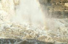 黄河壶口瀑布雄伟壮观,中华民族的母亲河。
