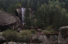 可可托海景区,在新疆阿勒泰地区富蕴县东北33公里,核心景区是额尔齐斯大峡谷,峡谷全长70公里,是我国