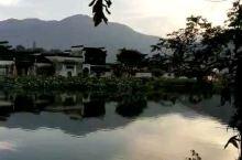 清晨,静立水畔,等风来,等远山如黛,等近水含烟,等雾气里层层叠叠的一抹青绿,等脚下不停的潺潺流水,等
