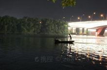夜晚的江边,有点美,有点微凉!