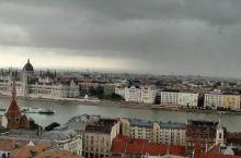 风雨将倾, 我仍在多瑙河畔流连; 你,还来吗?