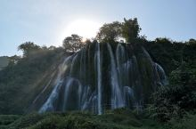 古龙山大峡谷:去古龙山大峡谷的路上有一个三叠瀑布,免费,路边有停车场,沿着石阶上山,3分钟就能走到瀑