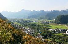 中国最美的五大峰林第三名,万峰林景色丰富,登高远眺,青灰色的秀峰似林,黄绿相间的田野成片,村庄坐落其