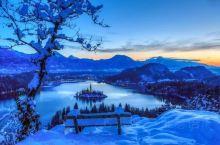 布莱德,位于西北部阿尔卑斯山区边,在这片人间仙境里,碧蓝的湖水背靠青山,童话古堡、可爱的小岛点缀其间