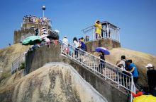 日光岩是鼓浪屿的最高峰,也是鼓浪屿的标志性景点。日光岩(英文:Sunlight Rock)俗称