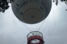 慢慢升空的氦气球