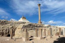 亚历山大是埃及第二大城市,也是埃及最大的港口城市,位于地中海沿岸。与开罗相比气候更加宜人。也更加适合