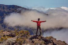 【近距离探索,世界上最活跃的活火山】 位于留尼汪 留尼汪(法属)·非洲 东岸的富尔奈斯 富尔奈斯火山