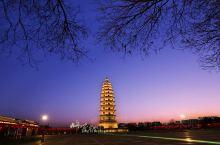 定州,小城不大,却是历史悠久,是中山文化的主要发祥地。在这里,有定瓷,有缂丝,有千年的守候,也有现代