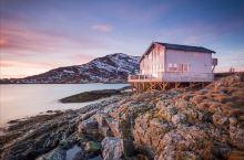 在遥远的挪威西海岸,有一个神奇的小岛—Sommarøy 索玛若伊岛,也叫夏之岛。因为岛上的居民十分钟