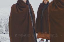 五明佛学院下雪了  亮点特色:  色达喇荣五明佛学院是由晋美彭措法王1980年创办,在短短30年间从