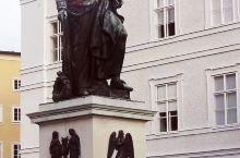奥地利萨尔斯堡。 这座古城我慕名先后来过两次拜访,非常喜欢这座古城。     萨尔茨堡是大音乐家莫扎