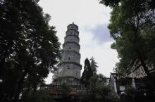 恩施龙泉寺,不是很有名,如果你假期需要找个清净的地方慢慢的度过,这样的地方还是有的,在这里住段时间,