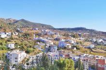舍夫沙万是一座山谷中的美丽小镇,道路大多十分陡峭,有一点像国内的山城重庆。我把舍夫沙万总体上分为三个