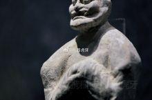 【唐陶彩绘拱手胡人俑】高30.5、宽10.5、厚6厘米,陕西省考古研究院藏品