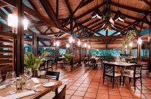 隐藏在火山公园里的神秘餐厅 阿雷纳火山公园里有一个有名的温泉酒店Tabacon Thermal Re