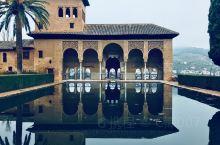 格拉那达,著名的阿尔汉布拉宫是伊斯兰教建筑和皇家园艺的完美结合,门票非常紧张,需要提前预定,很多中国