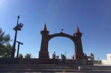 满洲里市,隶属于内蒙古自治区呼伦贝尔,是中国最大的陆运口岸城市,是国务院确定的国家重点开发开放试验区