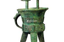 【凤纹斝】商晚期,约公元前13-前12世纪,高41cm   口径19.5cm,青铜,陕西岐山县贺家村