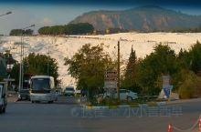 棉花堡远观 ——土耳其  棉花堡 棉花堡棉花堡,它位于土耳其Denizli市的西南部,是远近闻名的温