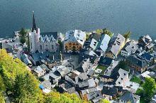 """奥地利 哈尔施塔特。位于哈尔施塔特湖湖畔,因景色秀丽被称为""""世界上最美的小镇"""",历史上这一地区因盐而"""