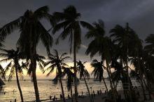 落日餐厅 强烈推荐这家长滩岛S2沙滩露天观景平台。 顺着沙滩一直走到The district bor