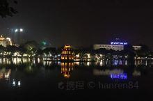 河内的夜市至少绵 河内·越南  延2公里以上,比南京路步行街大多了。直到晚上23:00,大部分区域依