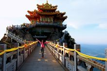 洛阳栾川老君山(一) 道教胜地老君山,秀压五岳,奇冠三山。国家级5A 景区,也是国家自然保护区。还是