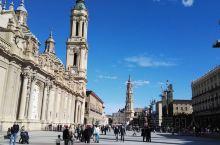 西班牙萨拉戈萨圣妇皮拉尔大教堂广场。