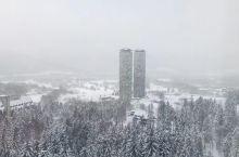 童话般的北海道 雾冰观景台,坐上缆车可以直接到达海拔1000多米的山顶 虽然零下17度的天气 但是这